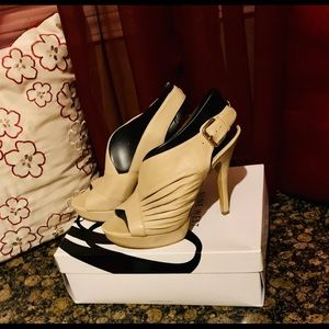 Cream Nine West sandals with Heel